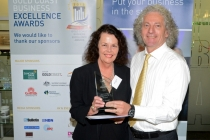 Marilyn Strauss receiving the Knowledge Management and IT Award